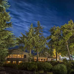 2-Night Deluxe Room Stay at 4-Star Oregon Coast Lodge through Jun. '22 at Travelzoo: from $299 for 2 w/ $40 Dining Credit