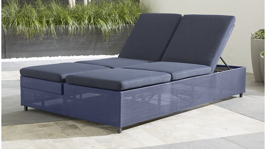 10 Great Deals From Crate Amp Barrel S Outdoor Furniture
