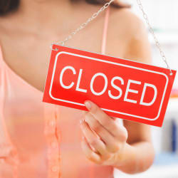 What Happens to Prices When a Store Closes?
