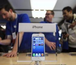 Want a $99 iPhone 5? Wait Until the New iPhone Announcement Next Month