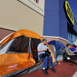 California Shoppers Line Up Outside Best Buy 22 Days Before Black Friday