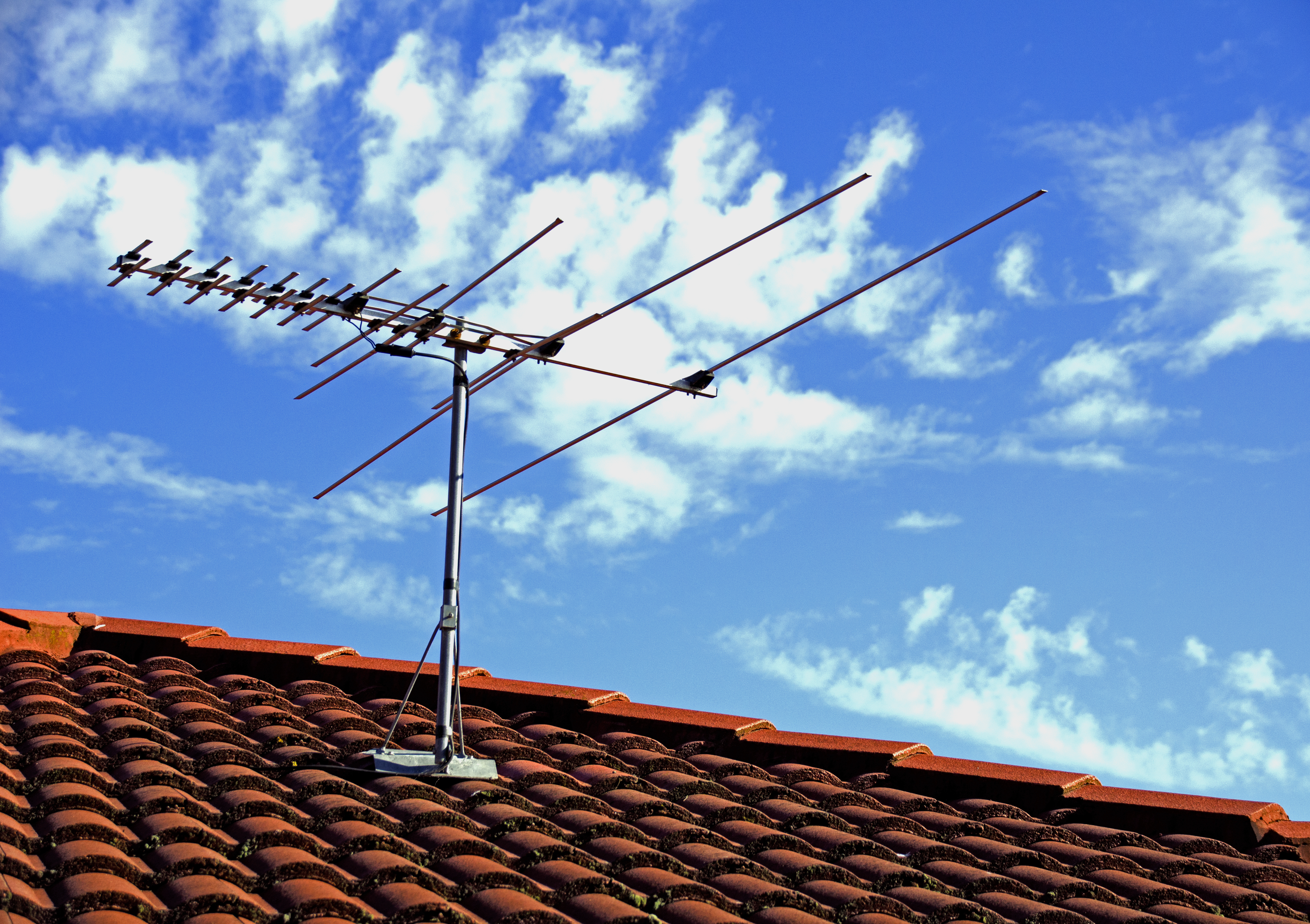 How to Drop Cable and Pick Up Live TV With a Digital Antenna